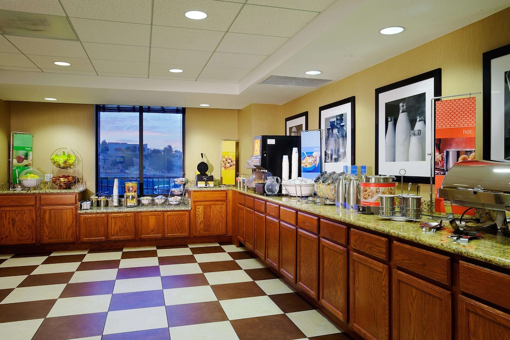 Breakfast buffet, Hampton Inn & Suites Arroyo Grande/Pismo Beach Area