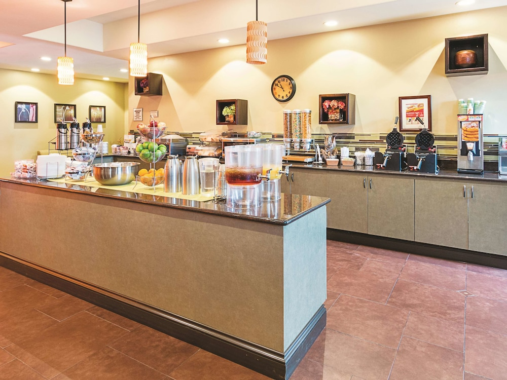 Breakfast Area, La Quinta Inn & Suites by Wyndham Woodway - Waco South