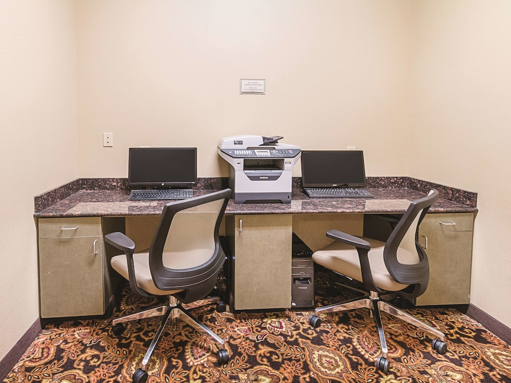 Business Center, La Quinta Inn & Suites by Wyndham Woodway - Waco South