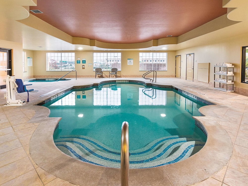 Pool, La Quinta Inn & Suites by Wyndham Woodway - Waco South