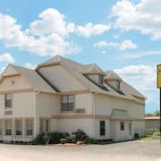 Super 8 by Wyndham Enid
