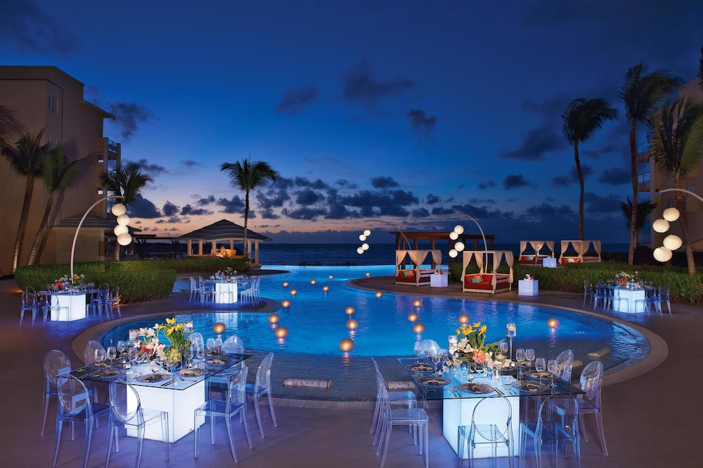 Outdoor Dining, Now Jade Riviera Cancun Resort & Spa