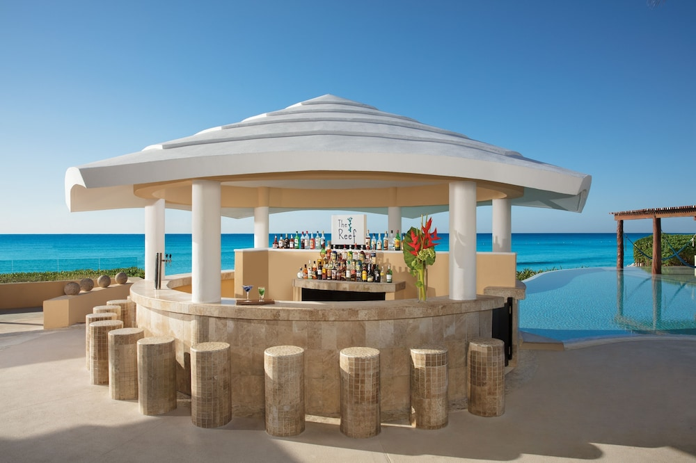 Poolside Bar, Now Jade Riviera Cancun Resort & Spa