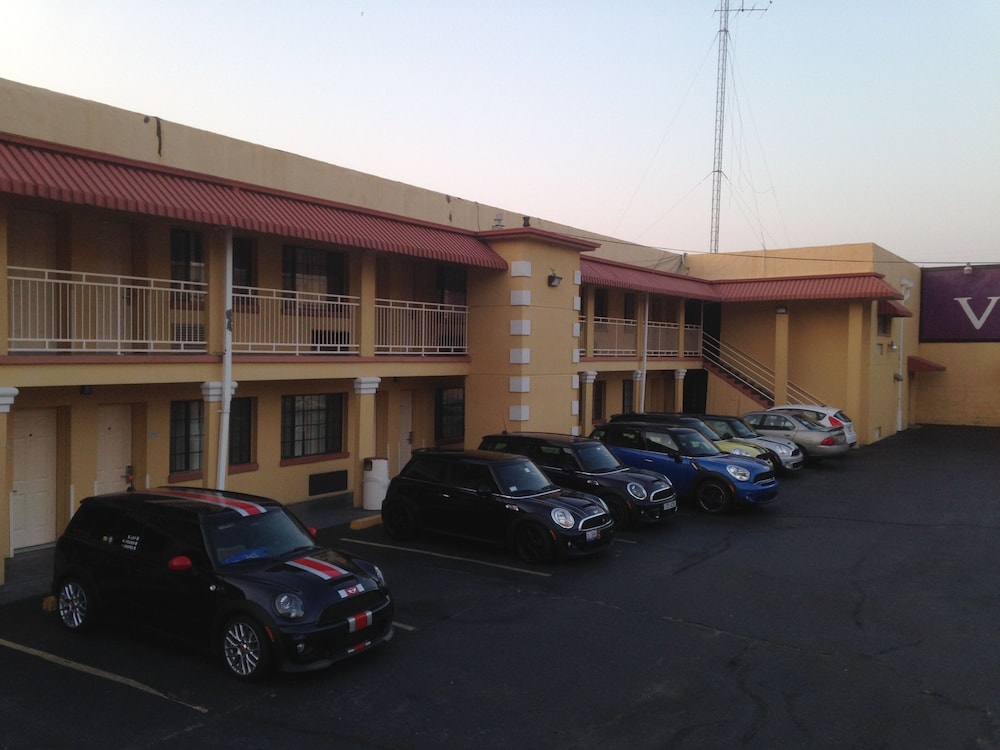 Parking, Vista Inn & Suites Memphis
