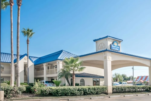 Days Inn & Suites by Wyndham Winnie