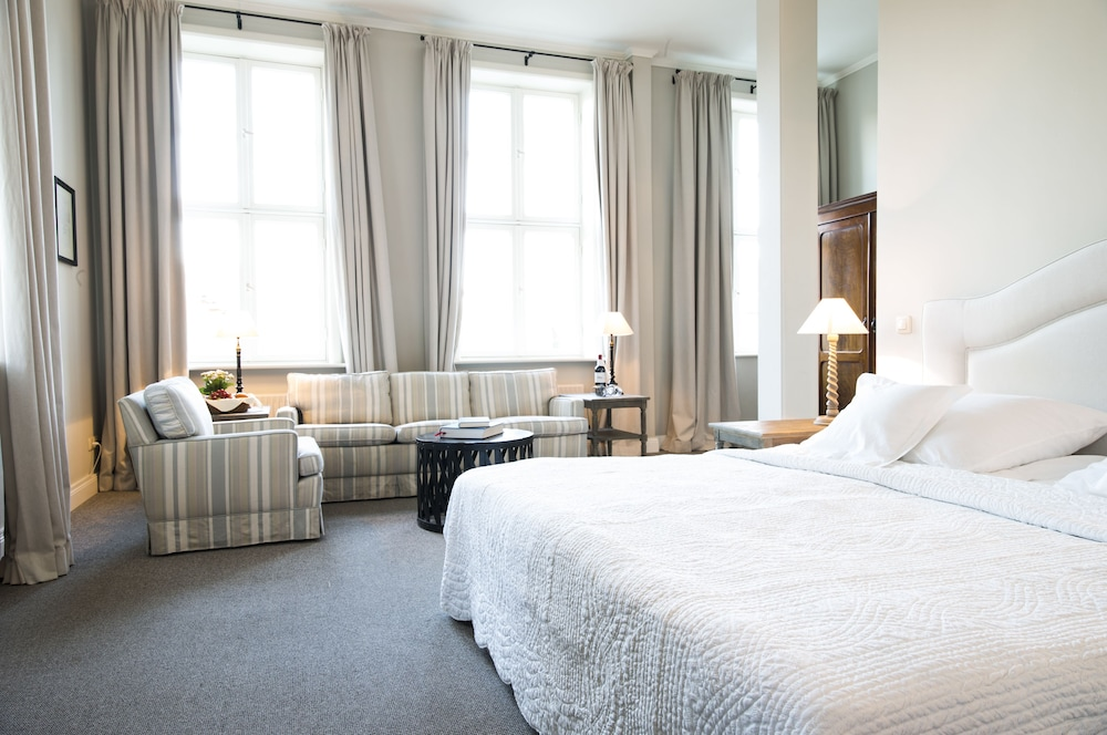 book schloss l dersburg luedersburg hotel deals. Black Bedroom Furniture Sets. Home Design Ideas