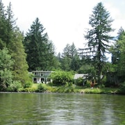 McKenzie River Inn B&B and Cabins