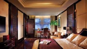 Hochwertige Bettwaren, Daunenbettdecken, Select-Comfort-Betten, Minibar