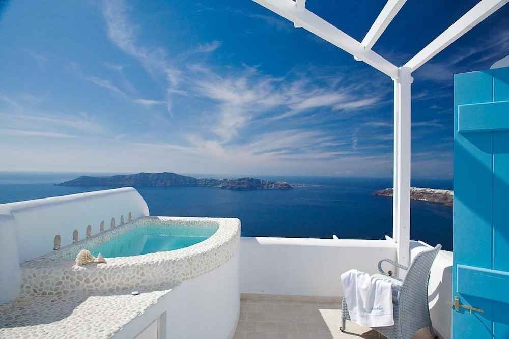 above blue suites santorini grc expedia. Black Bedroom Furniture Sets. Home Design Ideas