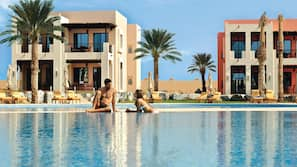 7 piscines extérieures, cabanons gratuits, parasols de plage