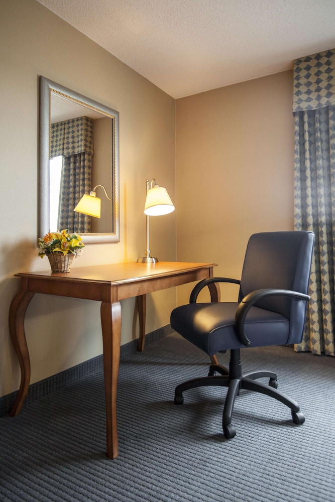 Room, Hampton Inn New York - La Guardia Airport