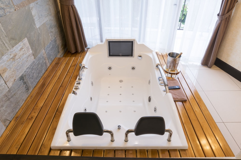 Jetted Tub, The Royal Corin Thermal Water Spa & Resort