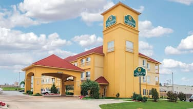 La Quinta Inn & Suites by Wyndham Tulsa Airpt / Expo Square