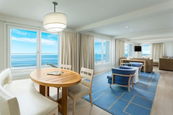 Sunset Ocean View King Suite - Guestroom