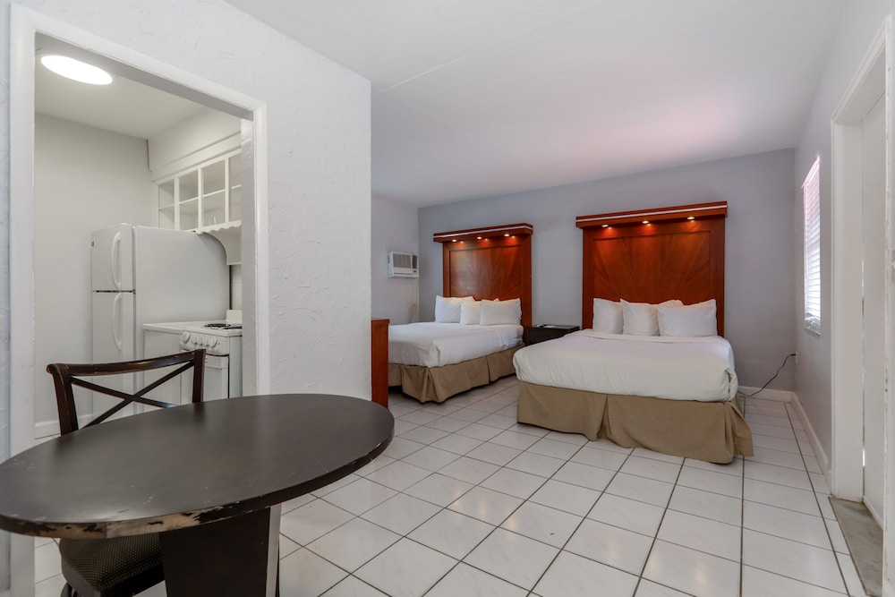 In-Room Dining, Hollywood Beach Hotels
