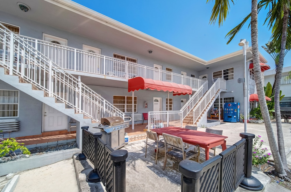 BBQ/Picnic Area, Hollywood Beach Hotels