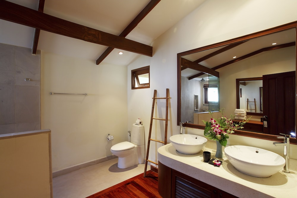 Bathroom, The Village Coconut Island