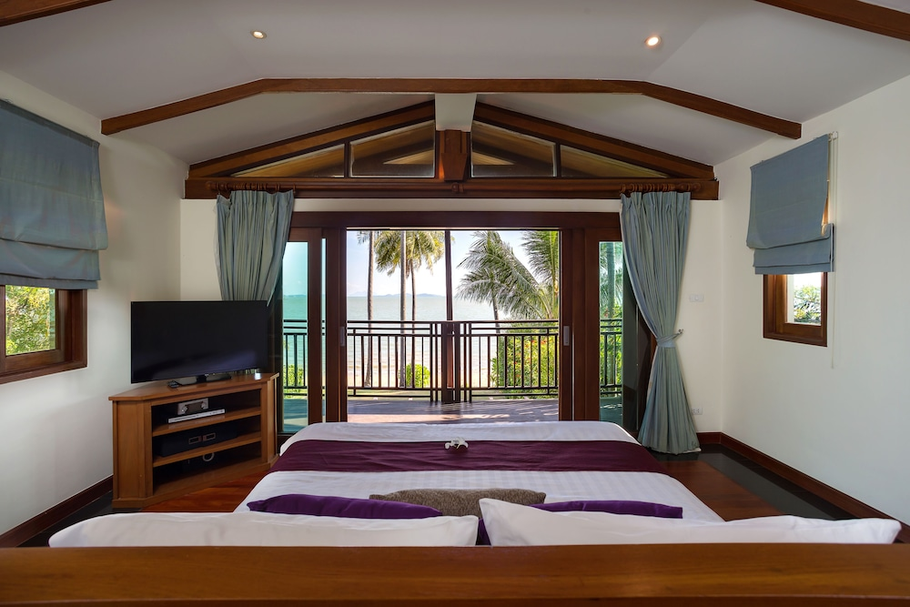 Room, The Village Coconut Island