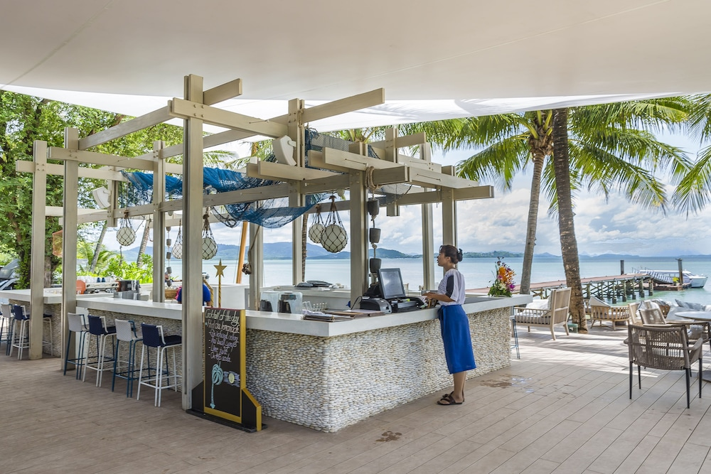 Beach Bar, The Village Coconut Island