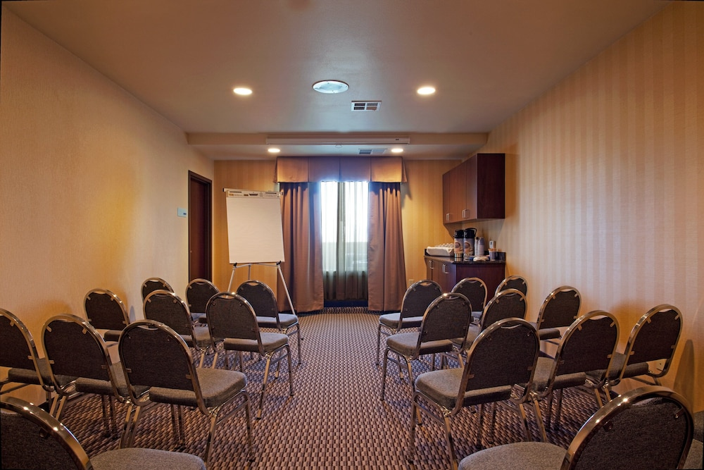 Meeting Facility, Holiday Inn Express Hotel & Suites Frazier Park