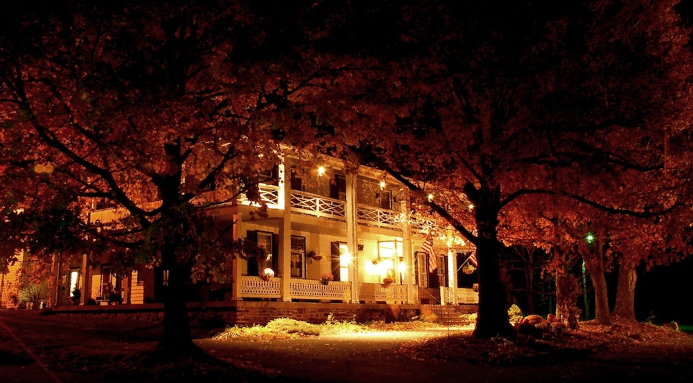 Front of Property - Evening/Night, The Buckhorn Inn