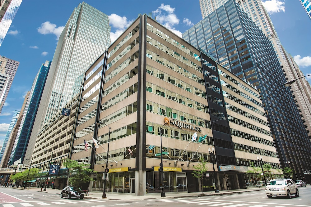 Good deals on hotels in downtown chicago