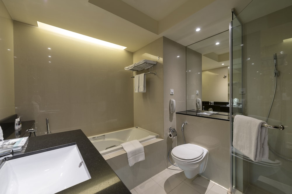 Bathroom, Mercure Gold Hotel Al Mina Road Dubai