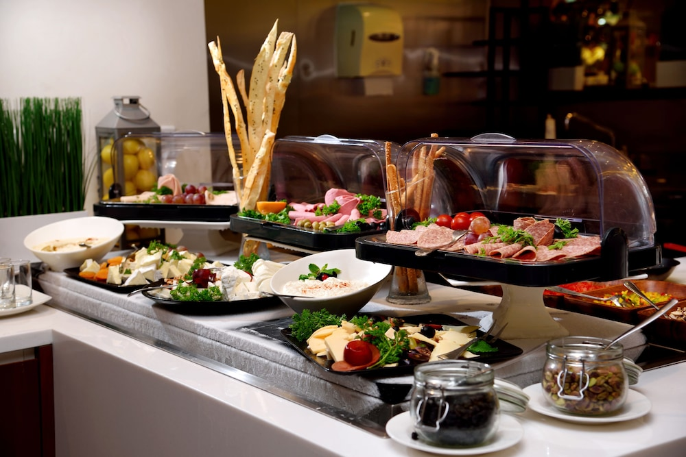 Buffet, Mercure Gold Hotel Al Mina Road Dubai