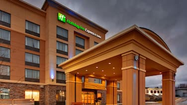 Holiday Inn Express & Suites Kingston Central, an IHG Hotel