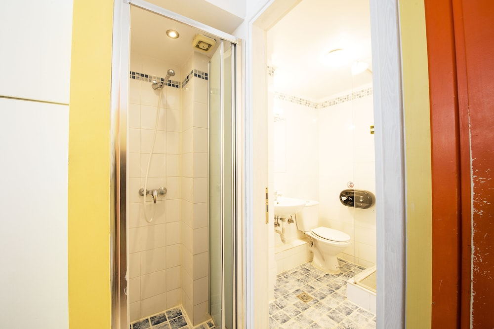 Bathroom, Safestay Athens