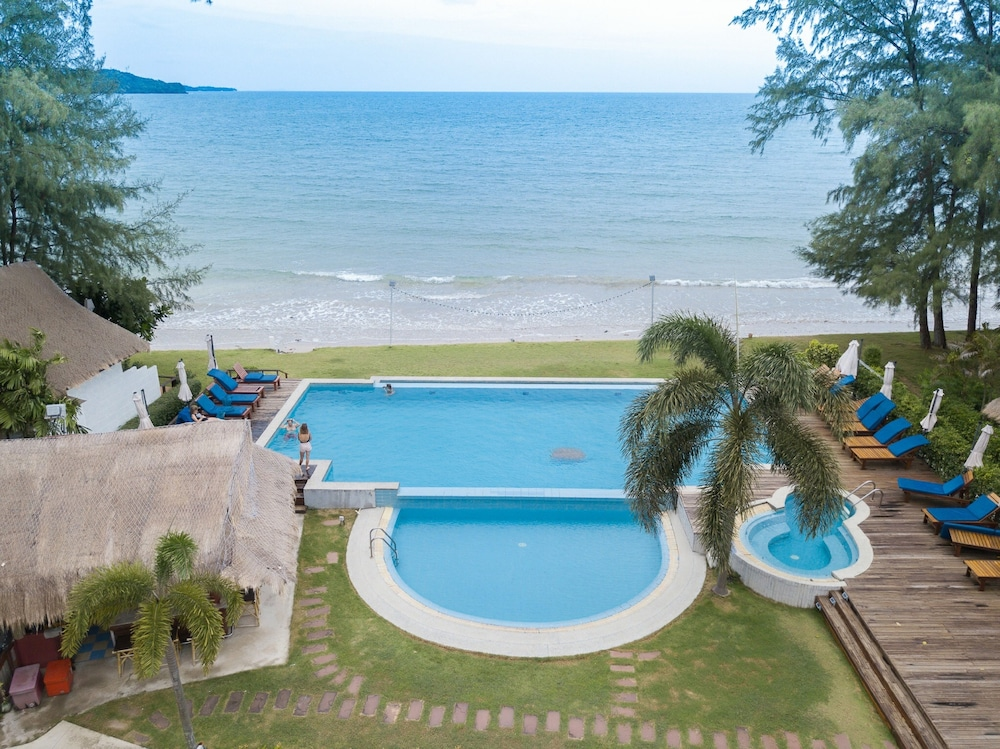 Outdoor Pool, Twin Bay Resort