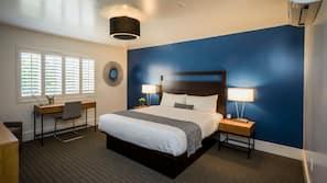 Zimmersafe, Schreibtisch, Verdunkelungsvorhänge, Bügeleisen/Bügelbrett