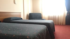Minibar, escritorio, cunas o camas infantiles (de pago) y wifi gratis