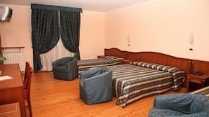 Una cassaforte in camera, una scrivania