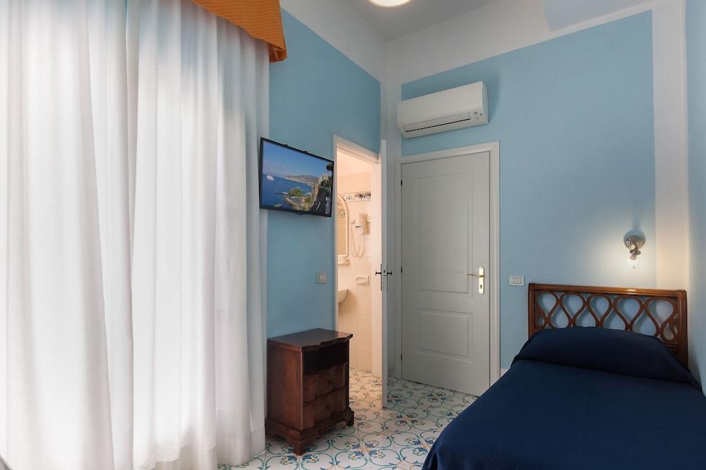 Book mignon meubl sorrento coast hotel deals for Hotel mignon meuble