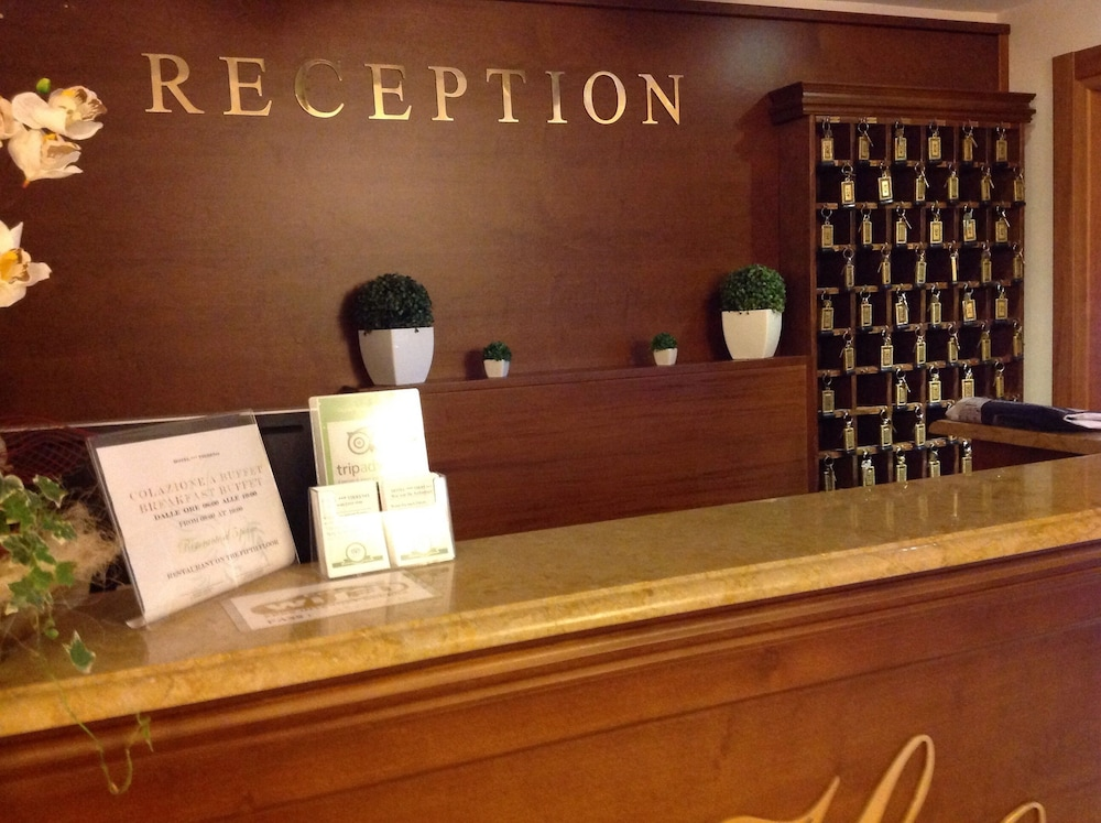 Reception, Hotel Tirreno