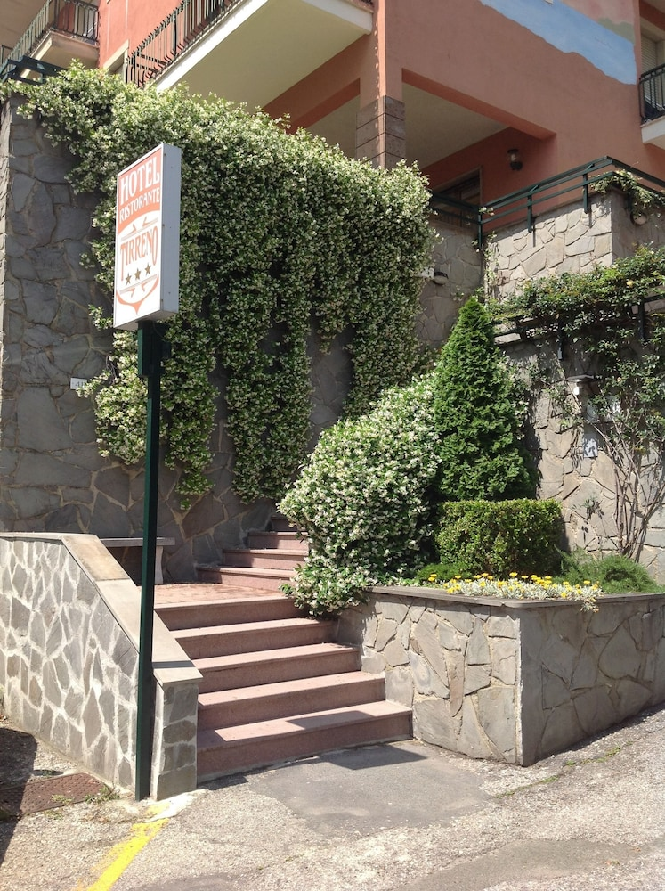 Property Entrance, Hotel Tirreno