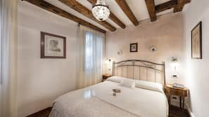 房內夾萬、家具佈置各有特色、書桌、免費 Wi-Fi