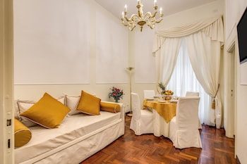 Pantheonview Imperial Apartment - Via della Frezza n. 48 - Living Area