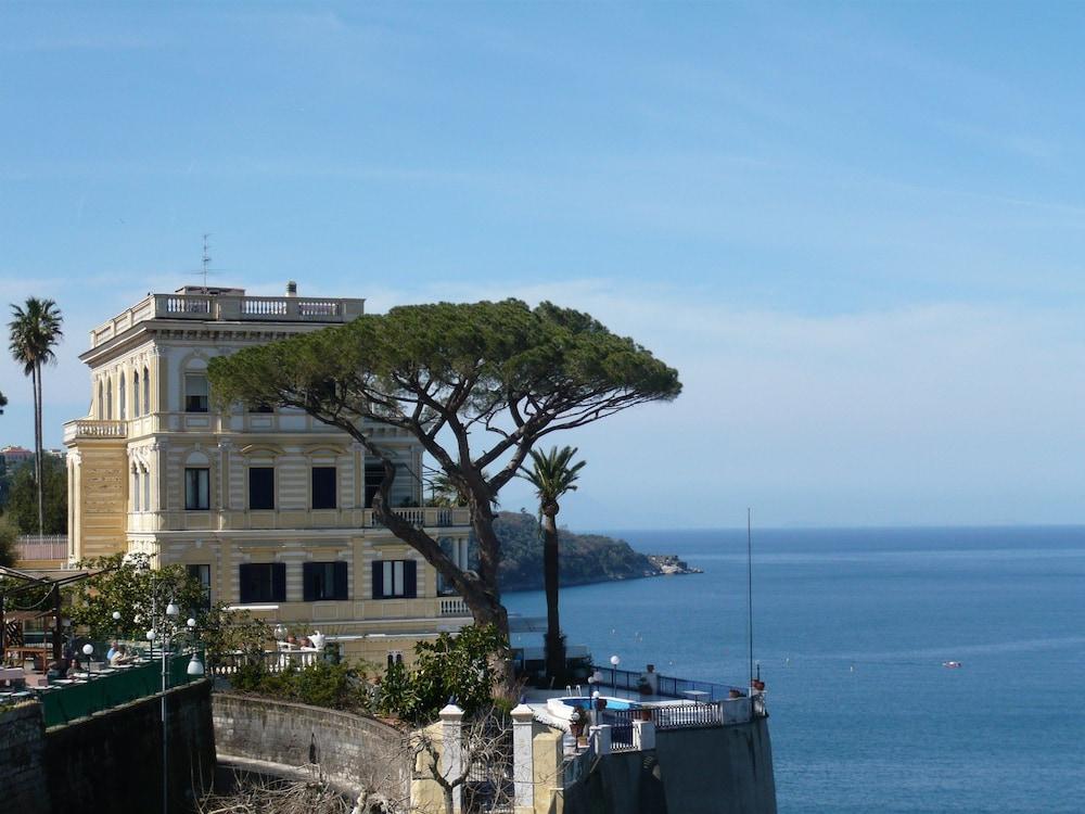Villa la terrazza sorrento italia - Villa la terrazza ...