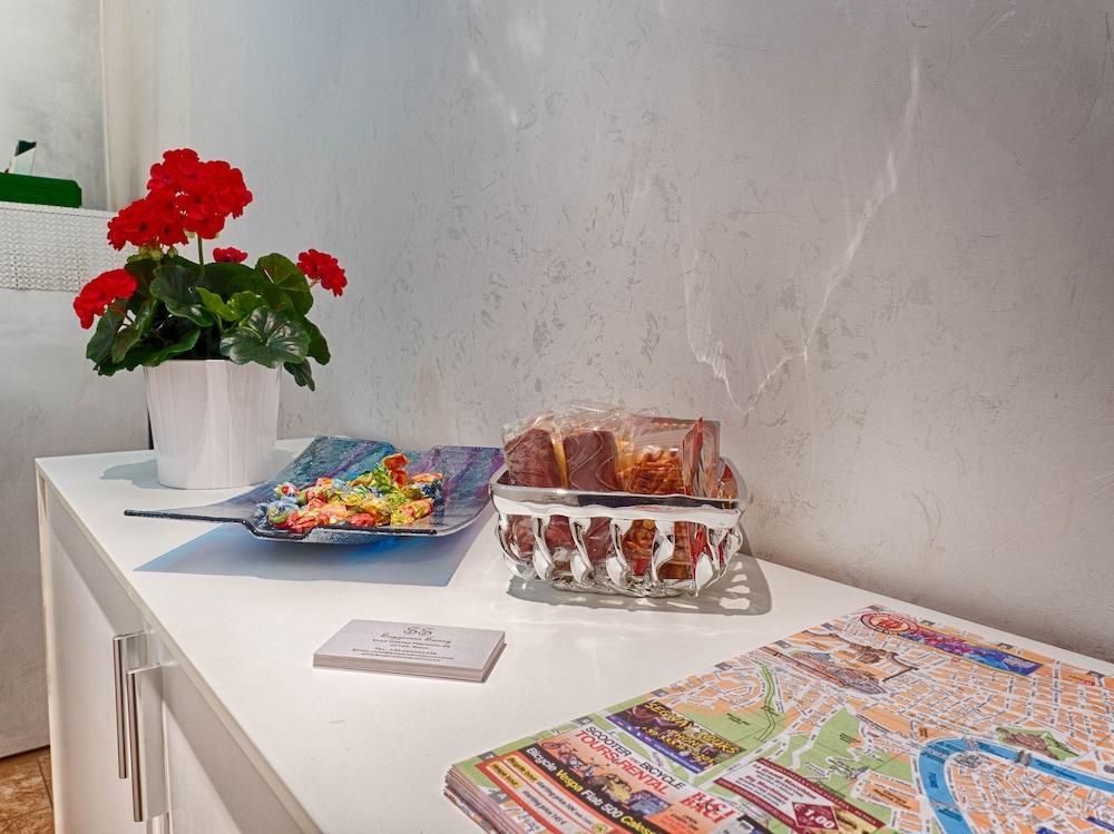 Soggiorno Sunny (Rome) – 2019 Hotel Prices | Expedia.co.uk