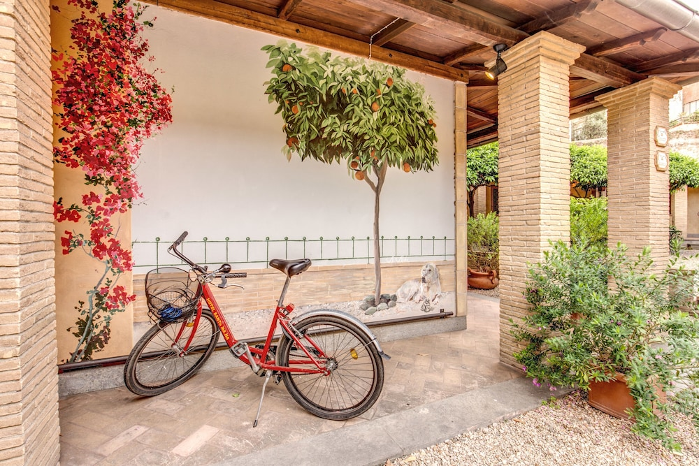 Bicycling, Hotel Santa Maria