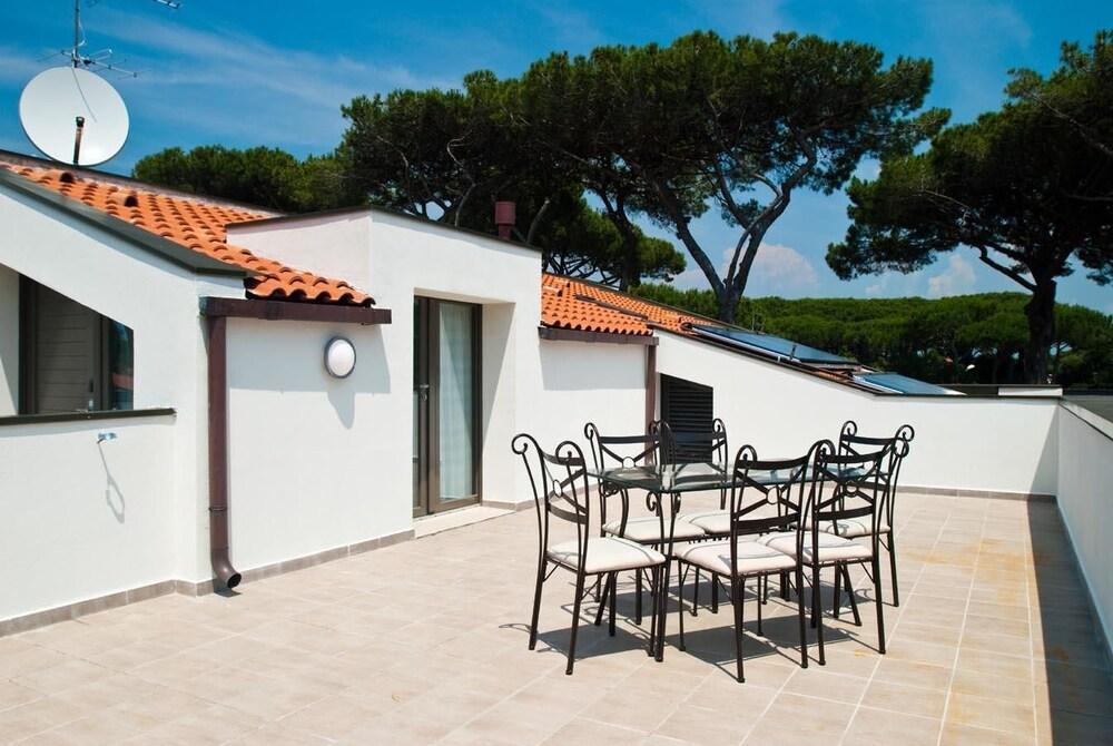 beverly park residence pise italie. Black Bedroom Furniture Sets. Home Design Ideas