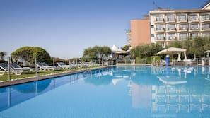 2 piscines extérieures, piscine sur le toit