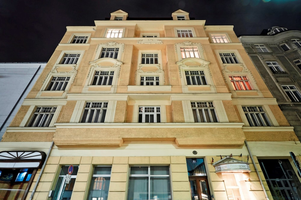Front of Property - Evening/Night, Hotel Pension Baronesse