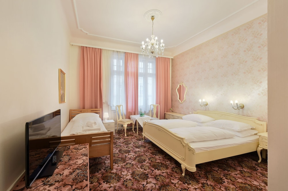 Room, Hotel Pension Baronesse