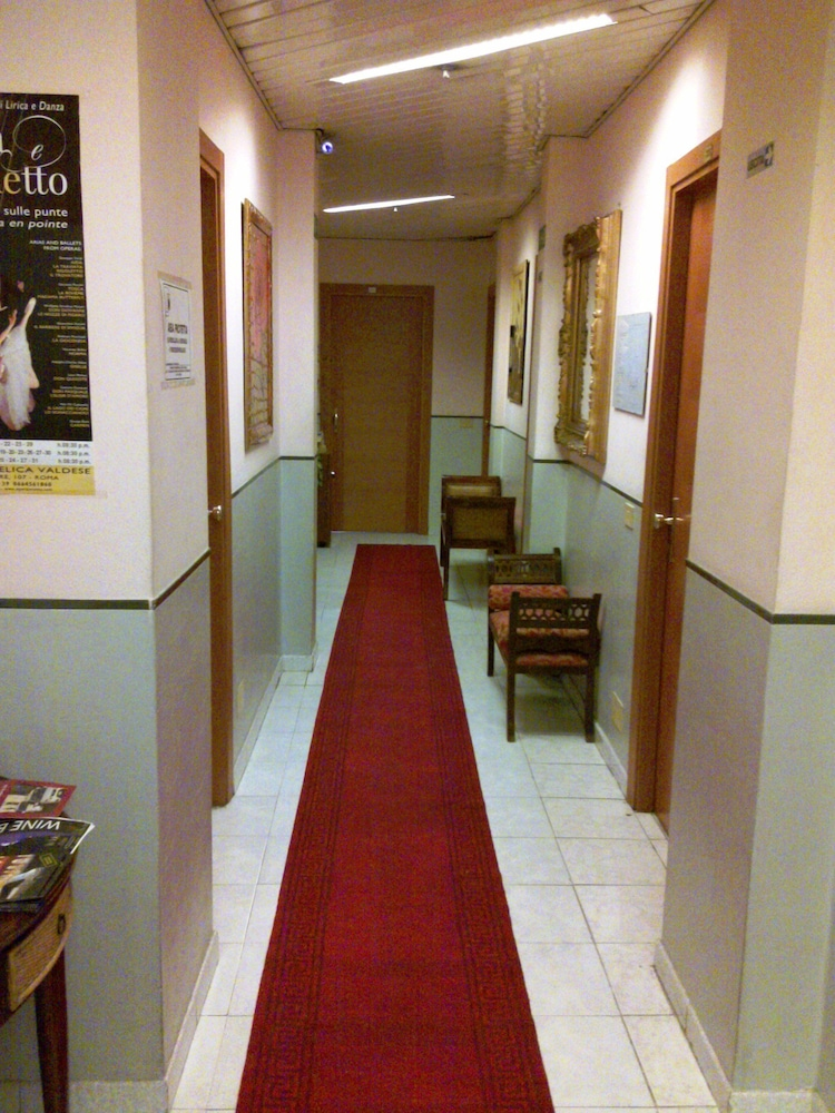 Letto A Castello Cia International.Hotel Lazzari In Rome Hotel Rates Reviews On Orbitz