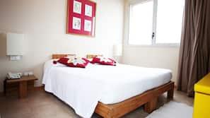 1 camera, una cassaforte in camera, culle/letti per bambini