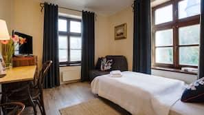 Zimmersafe, Schreibtisch, Verdunkelungsvorhänge, kostenloses WLAN