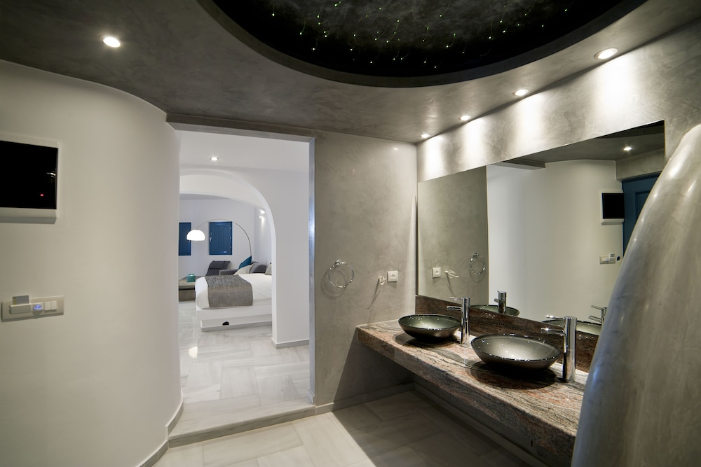 Bathroom, Anteliz Suites